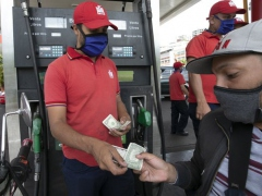 Fuel may now be paid in US dollars in Venezuela. (@RadioAN24 / Twitter)